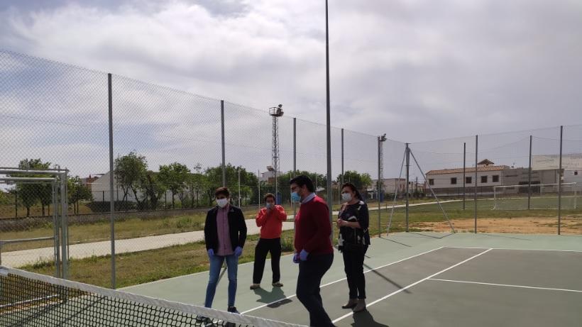 Finalizan las obras de la pista de tenis de la zona deportiva del Huerto Queri 1