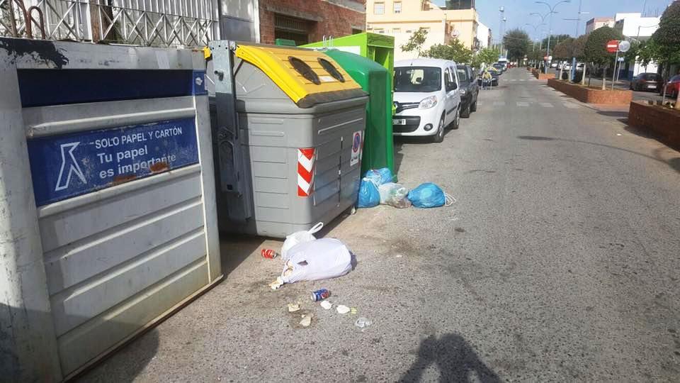 Medio Ambiente reparte carteles para animar al reciclaje