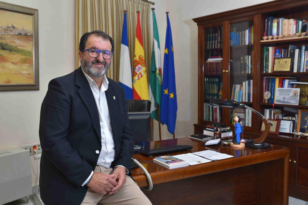 La Audiencia Provincial rechaza una denuncia contra el alcalde de Carmona por la gestión de la feria 1