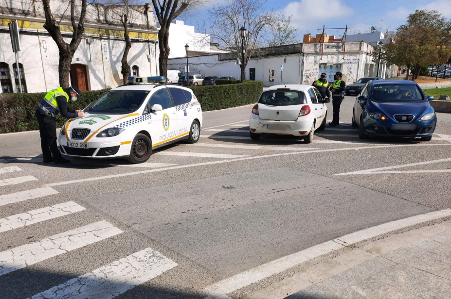 La Policía Local de Carmona interpone 30 sanciones por incumplimientos Covid en Semana Santa 1